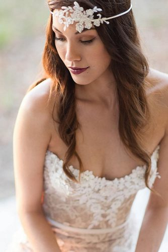 Wedding hairstyle trends lace with hair down schoenmich accessoires 334x500.jpg