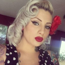 8 blonde pin up hairstyle.jpg