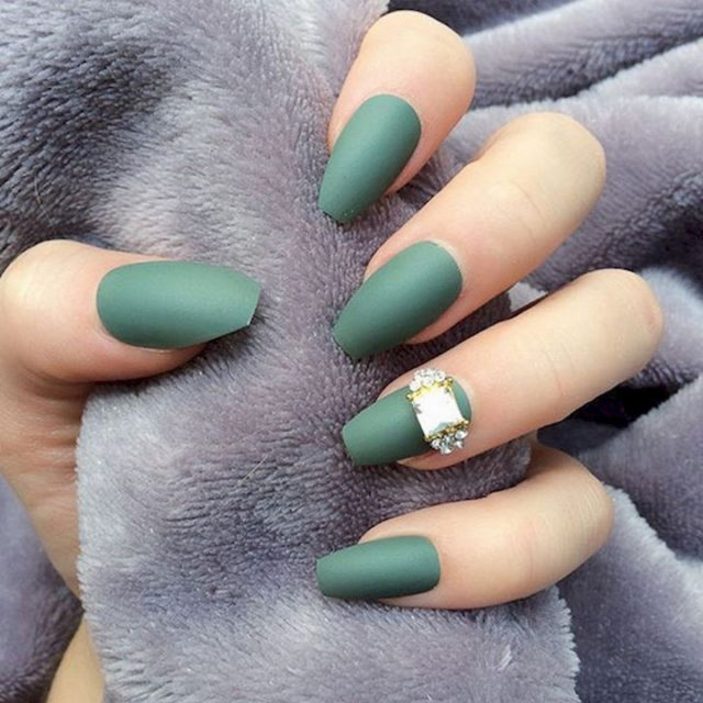 18 green manicures that prove it is the perfect shade for fall 12 720x720.jpg