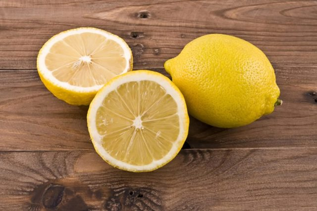 Lemon heres why you should be keeping a lemon on your nightstand_104969006 valzan 1024x683.jpg