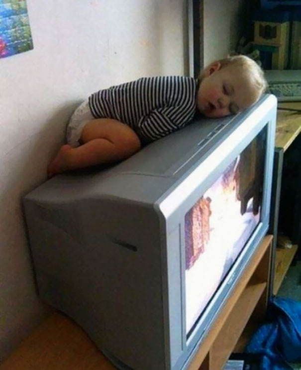 Funny kids sleeping anywhere 99 57a9e31a79f3a__605.jpg