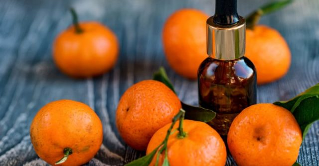 Mandarin essential oil 800x416.jpg