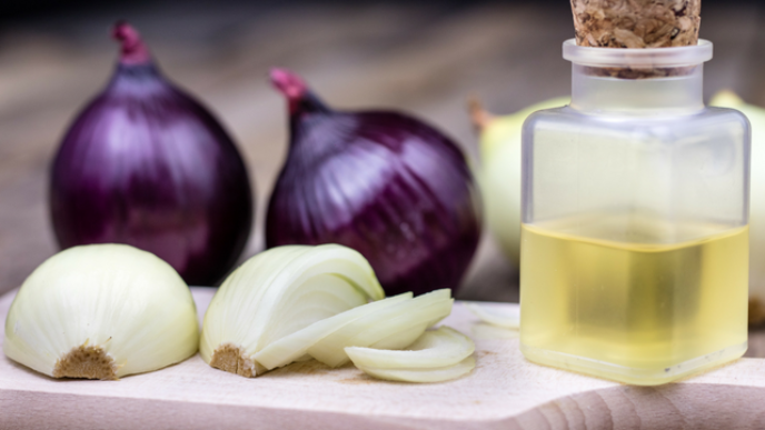 How to make onion juice for hair growth 640x360.png