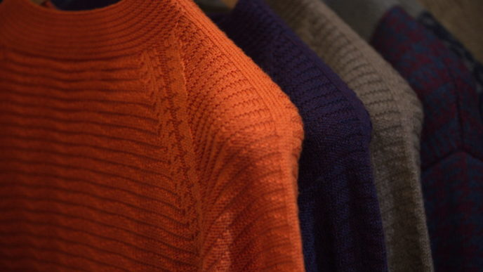 Sweater with seamless sleeves 1030x687.jpg