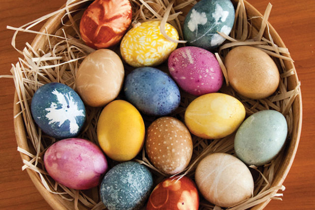 1521667047_naturally_dyed_eggs small.jpg