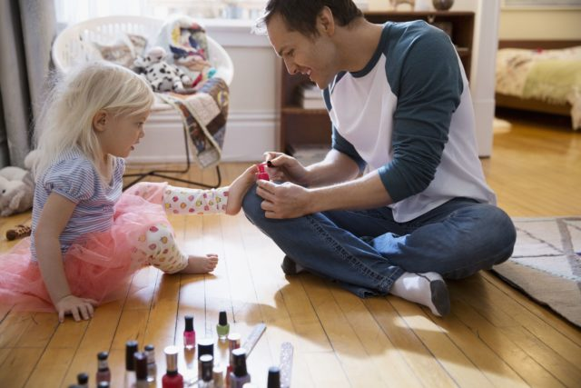 Father painting daughter toenails with fingernail polish 554994563 57f3c0ad5f9b586c35a47162.jpg