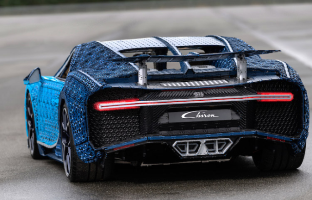 Bugatti chiron lego car back view.png