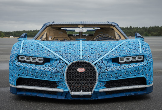 Front view of bugatti chiron lego car.png