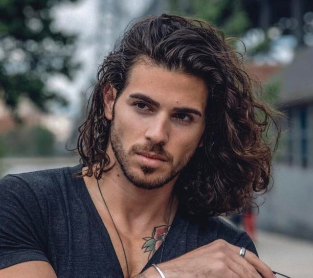 Enrico.ravenna shoulder length wavy hair men e1522707263417.jpg