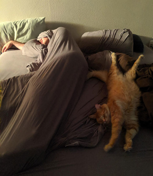 Funny people sleeping positions 50 5d76125a94b73__700.jpg