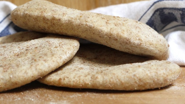Wholemeal pitta bread 003