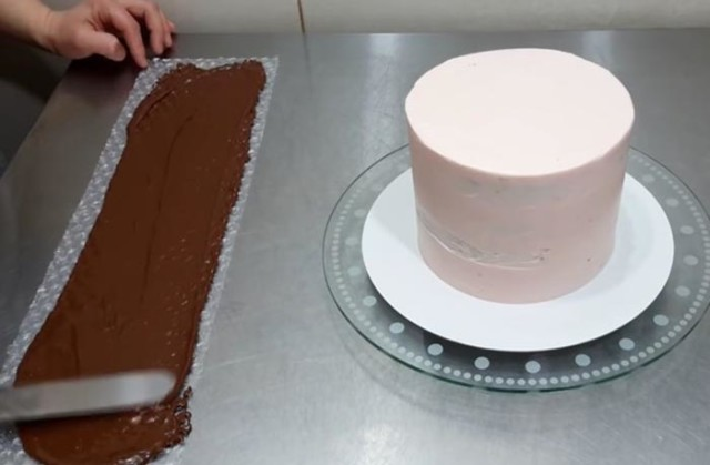 Chocolate decoration cake 6.jpg