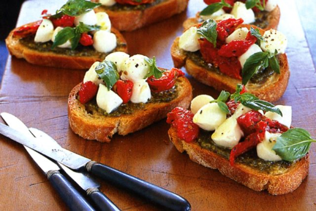 Pesto semi dried tomato bocconcini bruschetta 6156 1.jpeg
