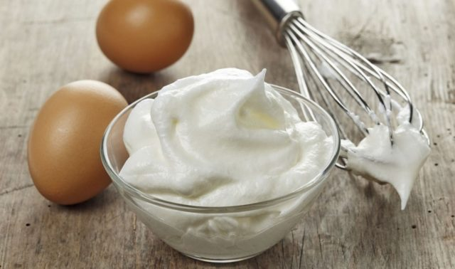 Whats the best bowl for beating egg whites 930x550.jpg