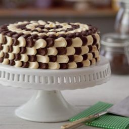 Croppedimage733456 chocolate irish cream cake 732x455 2.jpg