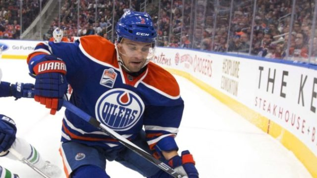 359261_correction_canucks_oilers_hockey 75506fe1310b4a66b43eeb9894133d02 676x402.jpeg
