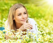367943_young beautiful girl laying on the daisy flowers field outdoor portrait small 676x555.jpg