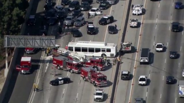 390321_highway_bus_crash_california_18166 7a0b971e044743b0af03a2ad114530fc 676x419.jpg