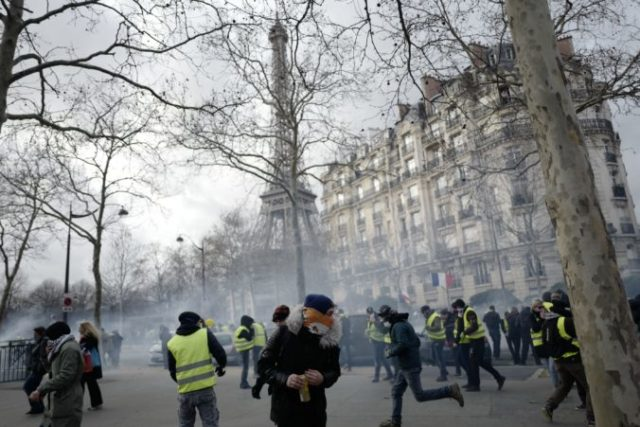 402442_france_protests_43213 14cab7d9403141fb8bca16d72887685e 676x451.jpg