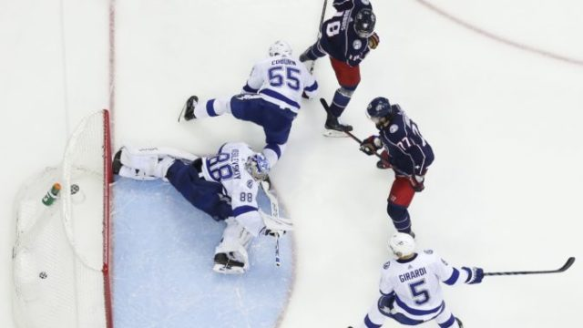 409628_play off nhl tampa bay lightning columbus blue jackets 676x445.jpg