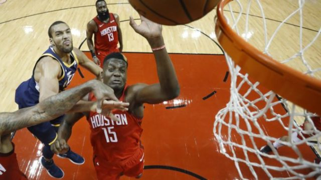 410063_clint capela play off nba 676x457.jpg
