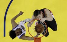 413007_zach collins portland trail blazers play off nba 1 676x428.jpg