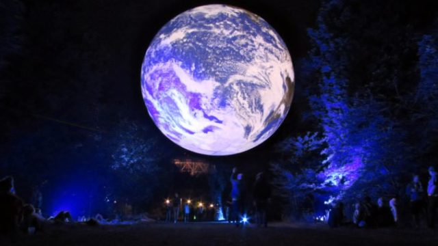423146_luke jerram_ gaia_ photo by michael jones 676x423.jpg