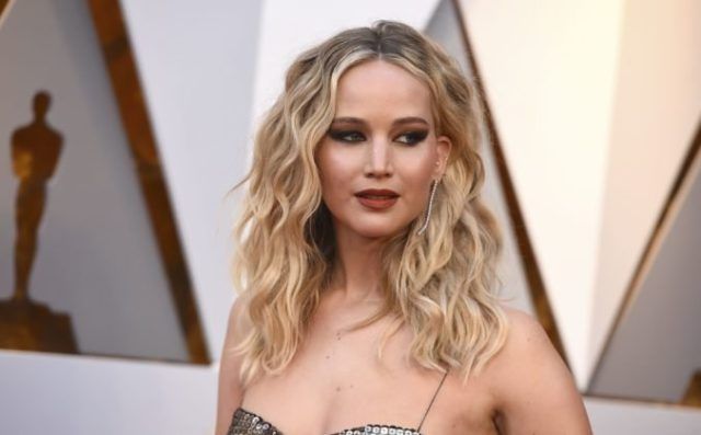 427235_jennifer lawrence 676x419.jpg