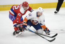 435050_leo komarov martin fehervary nhl new york islanders washington capitals 676x451.jpg