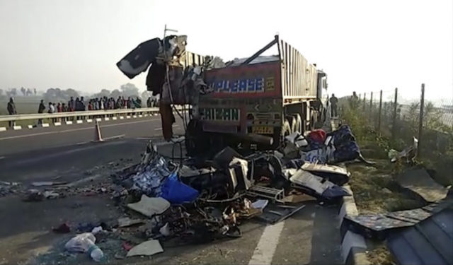 435242_india_bus_accident_22201 c060e0fb8c78430990050b4a97d7bd54 676x396.jpg