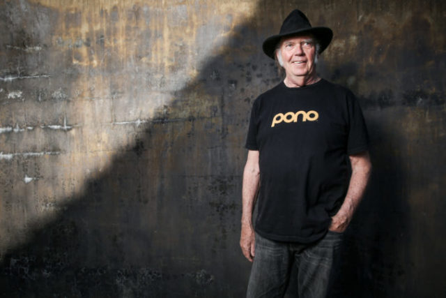 436165_neil_young_portrait_session 3292717decae4e1785dc23011186357d 676x451.jpeg