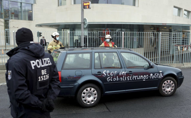 452641_germany_chancellery_chrash_10066 c88b1d20ca3246f58be60e689809e6df 676x418.jpg
