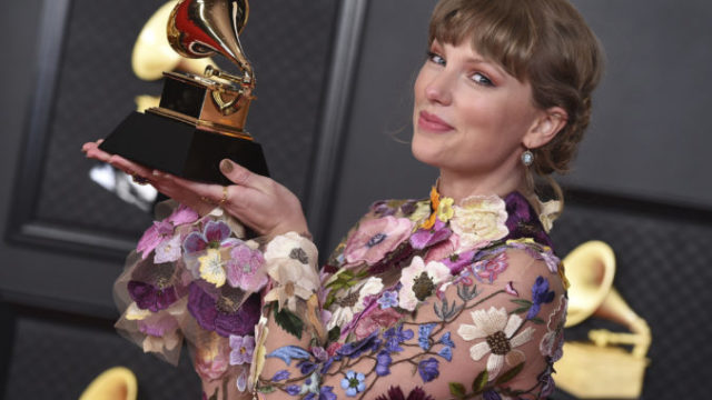 458916_63rd_annual_grammy_awards_ _press_room_28188 28a2a9e0e031430c8ef2d095be75233e 676x458.jpg