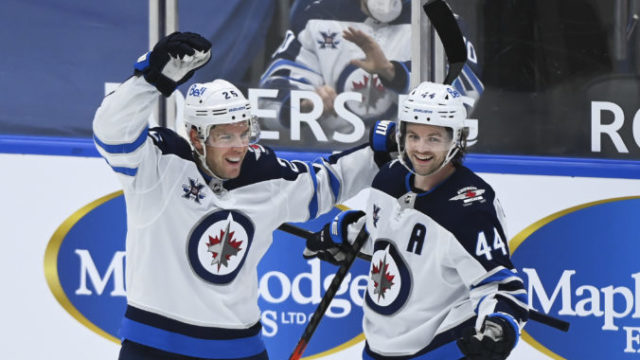 459441_jets_maple_leafs_hockey_63033 c3575ef86914428399e1713a4f6d9247 676x488.jpg