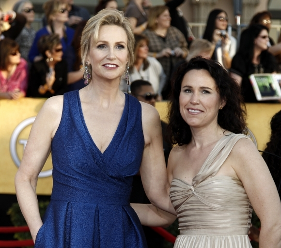 Jane Lynch, Lara Embra