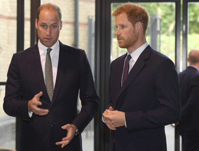 Britskí princovia William a Harry