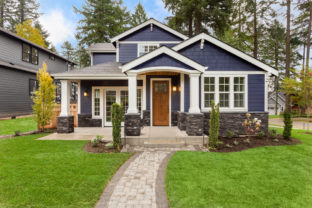 Beautiful,Exterior,Of,Newly,Built,Luxury,Home.,Yard,With,Green
