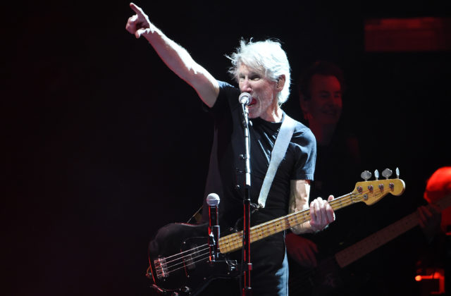 logo Roger Waters predstavil videoklip k piesni The Last Refugee
