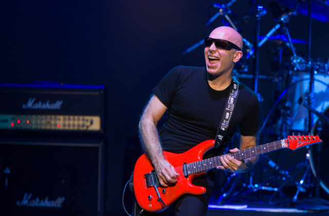 logo Joe Satriani vydá 12. januára album What Happens Next
