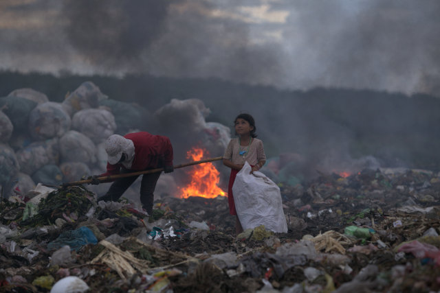 """Linh Vinh: """"The hopeful eyes of the girl making a living by rubbish"""" - CIWEM"""