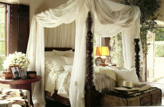 Preview_bedroom__romantic_canopy_bed_ralph_lauren_for_young_couple_romantic_canopy_bedrooms_.jpg