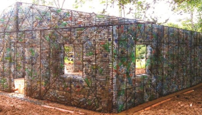 Plastic bottle house.jpg.860x0_q70_crop scale.jpg
