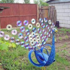Garden junk ideas old tires art cds tail peacock decoration.jpg